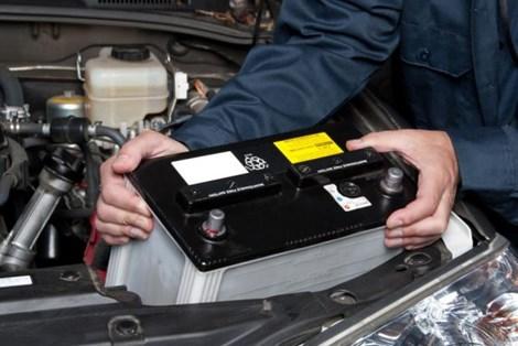 4 bước đơn giản tự thay ắc-quy cho xe hơi