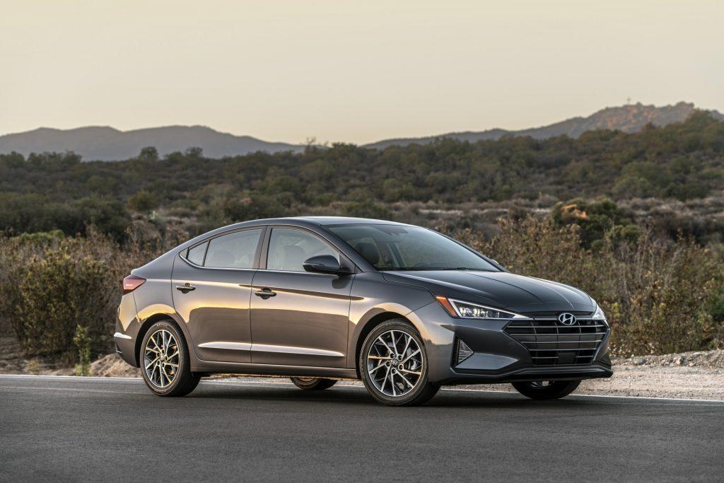 Hyundai Elantra 2019 - Đối thủ sừng sỏ trong phân khúc xe sedan hạng C