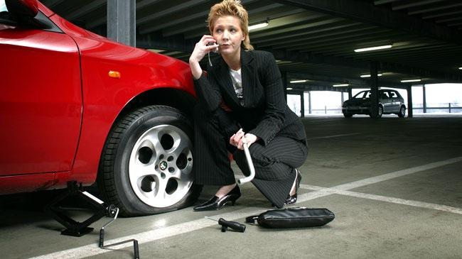 Vì sao lốp ô tô bị xuống hơi vào mùa đông?