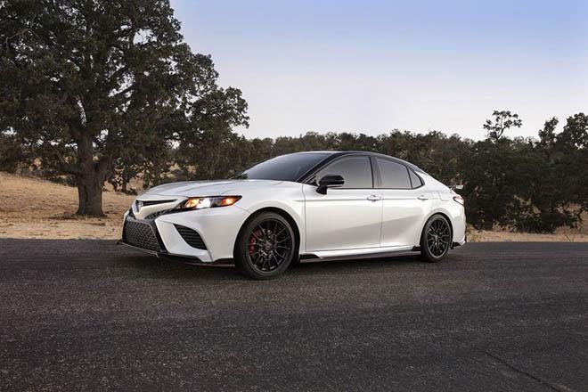 Toyota Camry TRD 2020 chính thức công bố giá bán rẻ bất ngờ